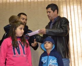 Presidente entrega doação dos sócios da AVM ao Sd Viana